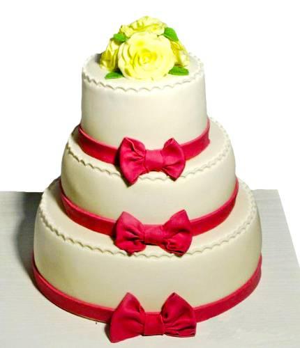 Торт с бантиками и цветами