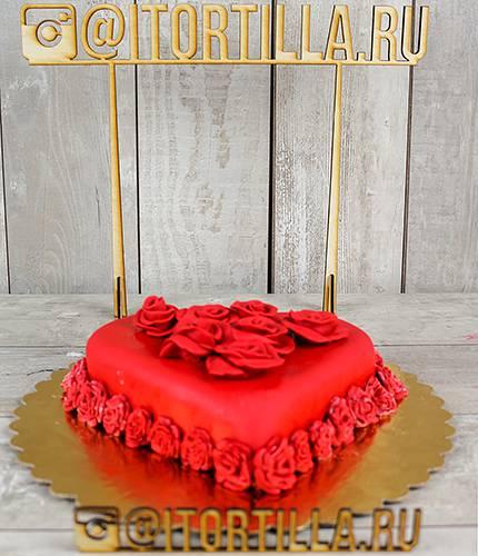 Торт сердце роз