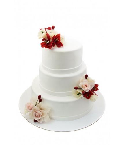 Свадебный торт с белыми цветами