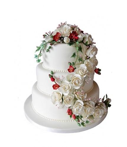 Торт бело-красной композицией