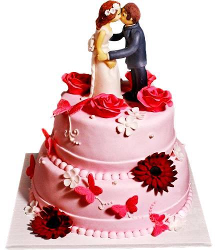 Торт с розовыми бабочками и цветами