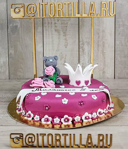 Торт с мишкой и короной