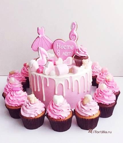Торт для девочки с капкейками