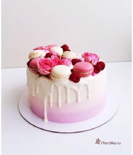 Торт с macarons и розами