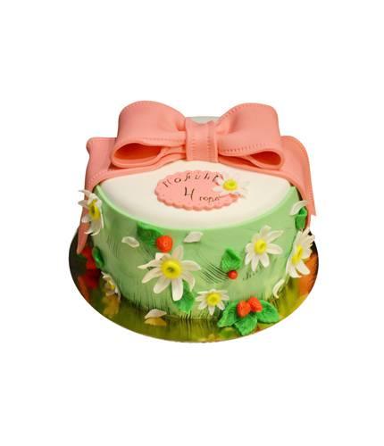 Торт с бантиком и цветками