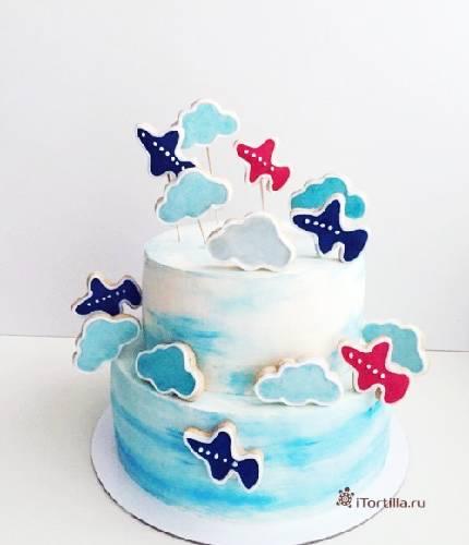 Торт с пряничными облаками