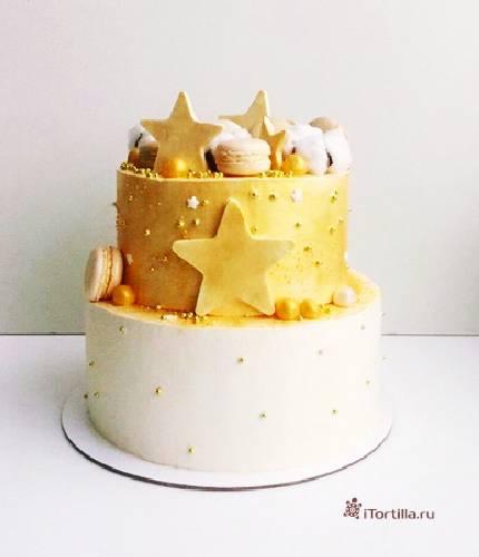 Торт с золотыми звездами