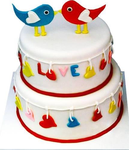 Торт с игрушечными птичками