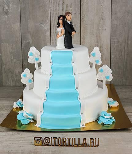 Свадебный торт с лестницой