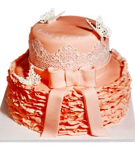 Торт с бантом и бабочками