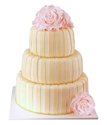Торт с розовыми розами