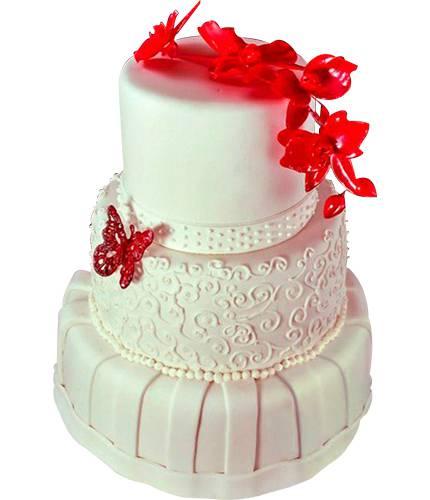 Торт с красной бабочкой