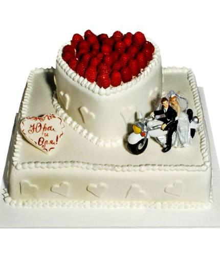 Торт с клубничным сердцем