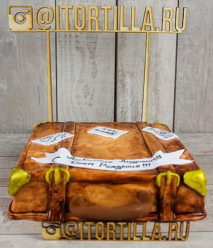 Торт в форме чемодана