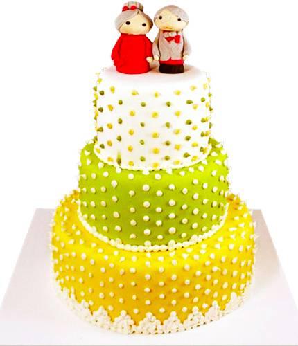 Торт с неординарными фигурками