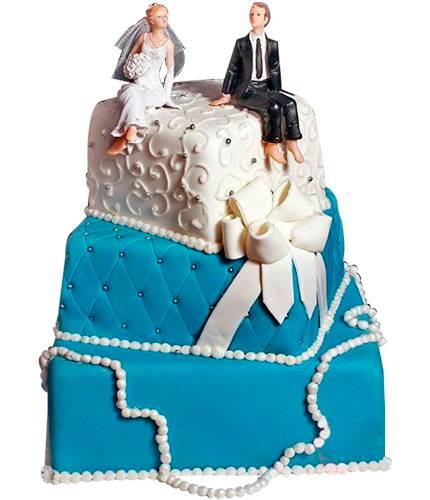 Торт с бусами и бантиком