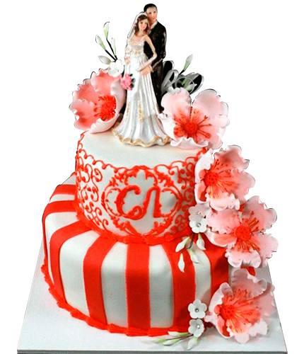 Торт в красную полосочку с цветами